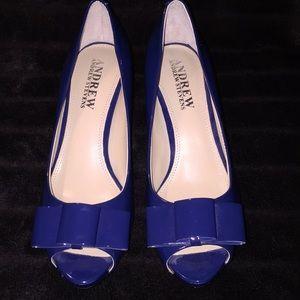 NWOT Andrew Stevens Sz 6M blue patent Lthr heels